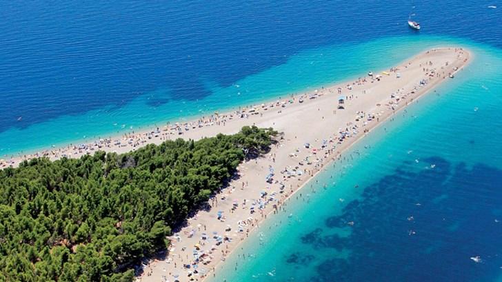 Zlatni Rat-Aa unique beach in Croatia 01