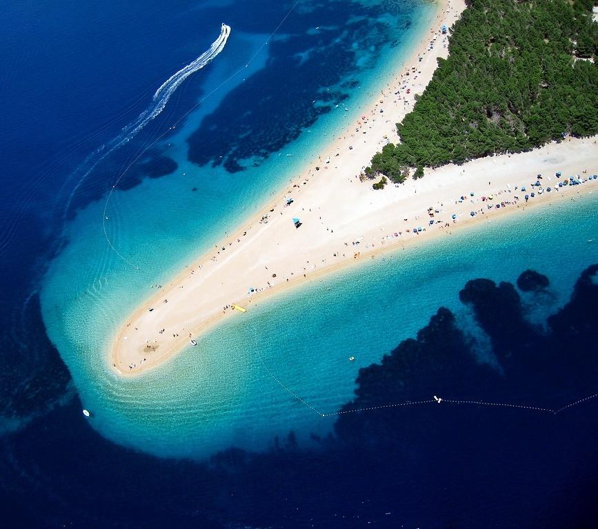 Zlatni Rat-Aa unique beach in Croatia 04