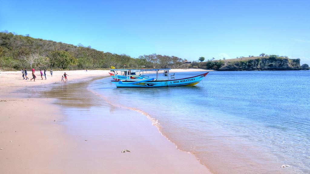 Lombo- Pink Beach