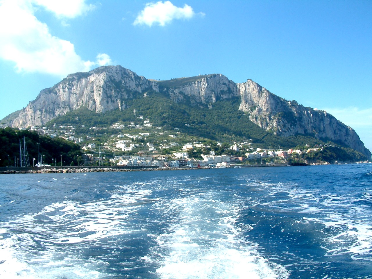 Capri island- enjoyyourself in such a beautiful island 03