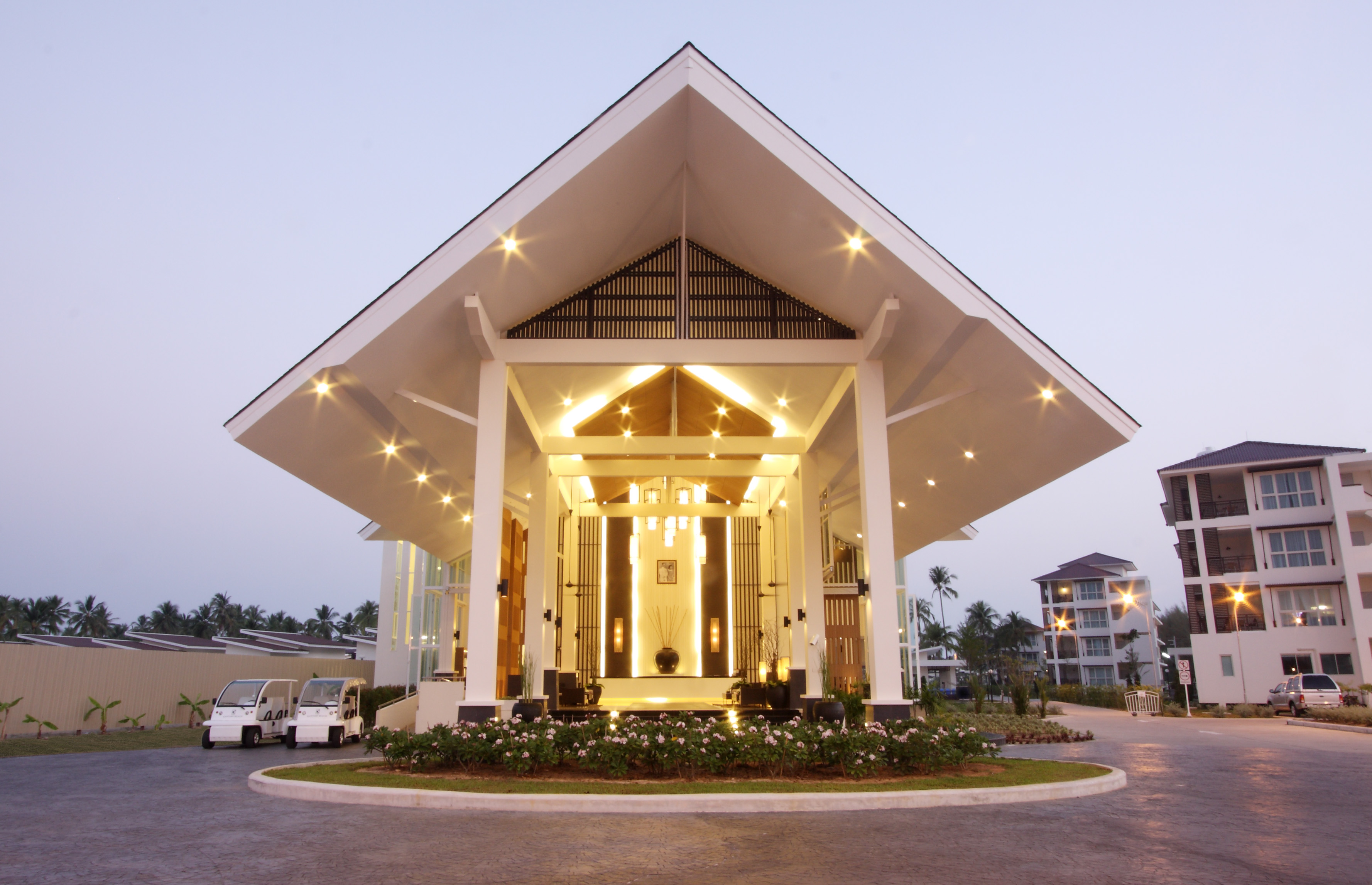 A budget hotel in Khao Lak-Kantary Beach 02